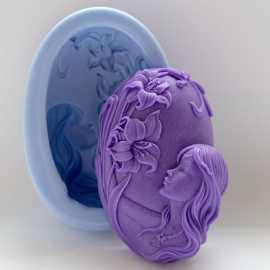 Silikonová forma na mýdlo dívka s květinou