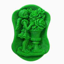 Silikonová forma na mýdlo dívka s květinami