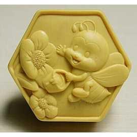 Silikonová forma na mýdlo veselá včelka