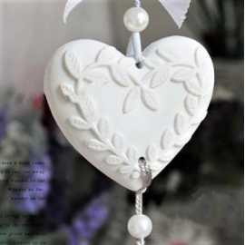 Silikonová forma na závěsnou dekoraci srdce s lístky